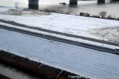 都内の雪は残る