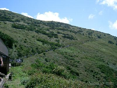 登山道遠景
