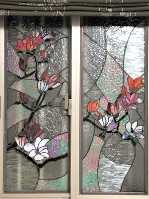 木蓮 窓 ステンドグラス