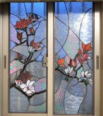 ステンドグラス窓 木蓮
