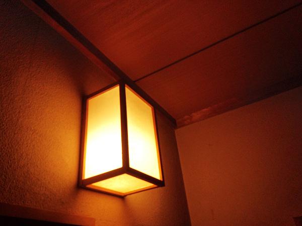 LED電球 廊下