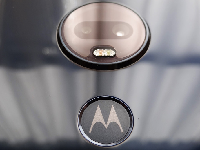 Moto G7 Plus 背面カメラ 背面指紋認証