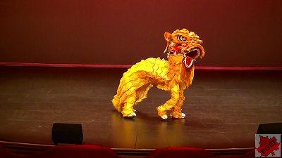 カナダの高校 「アジアの夜」 コンサート 獅子舞