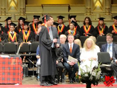 カナダの高校の卒業式 03