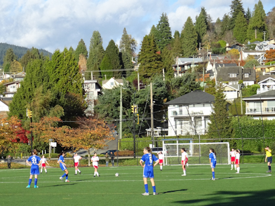 カナダの中学生 女子サッカー 01