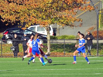 カナダの中学生 女子サッカー 02