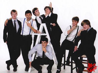 カナダの高校 卒業前のグループ写真 男子