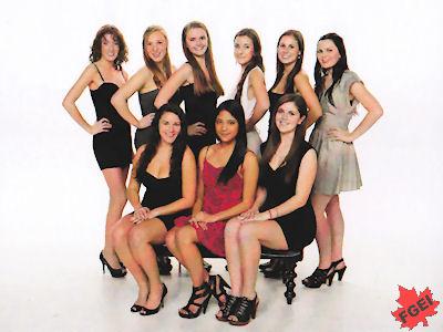 カナダの高校 卒業前のグループ写真 女子