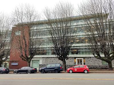教育委員会のオフィスがあるビルディング