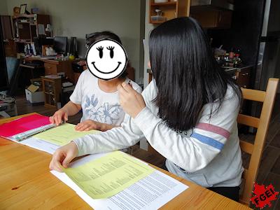 進学相談する留学生