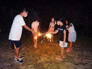 あずき王国 花火を楽しむ子供たち