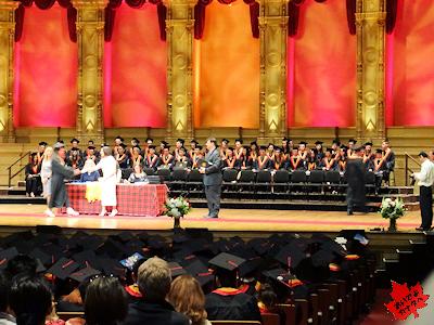 カナダの高校 卒業式 卒業証書授与