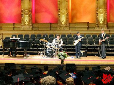 カナダの高校 卒業式 ジャズバンドの演奏
