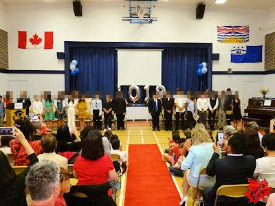 カナダの小学校 卒業式 01