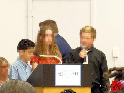 カナダの小学校 卒業式 02