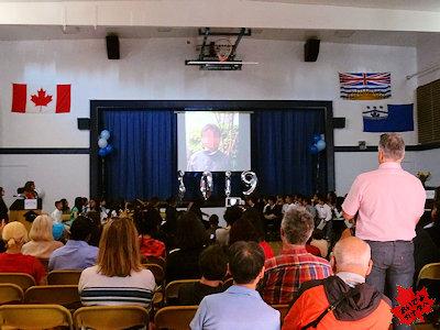 カナダの小学校 卒業式 05
