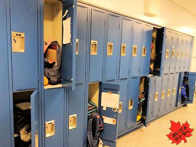 カナダの小学校で生徒が使うロッカー