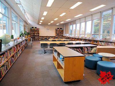 カナダの小学校の図書室