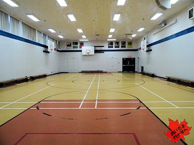 カナダの小学校の体育館