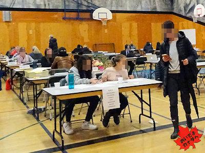 カナダの高校 先生と面談する日 生徒のボランティ
