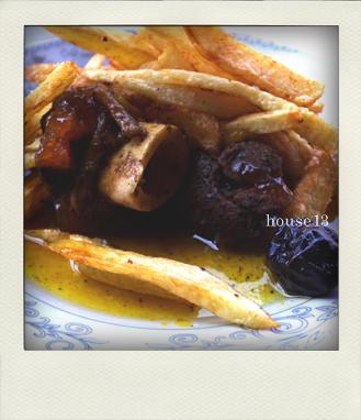 モロッコ、ラクダの肉、プルーン、煮込み