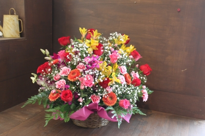 花束 バラ アレンジ 籠もり いわき市 小名浜の花屋 花国湘南台店