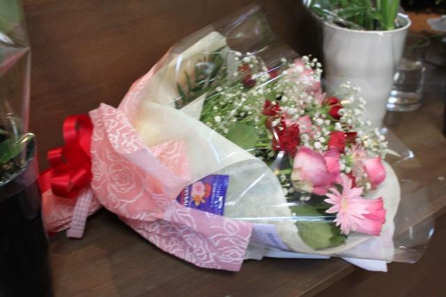 花束 バラ お祝い いわき市小名浜の花屋 花国湘南台店