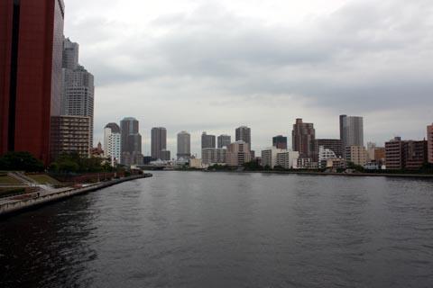勝鬨橋より箱崎方面を望む