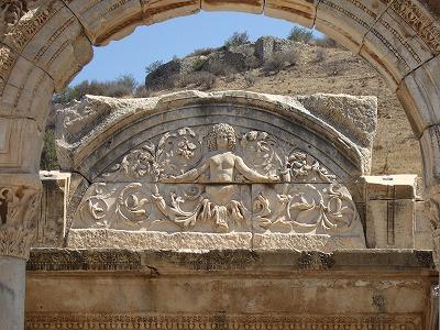 ハドリアヌス神殿�