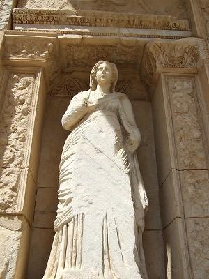 セルスス図書館の女性像
