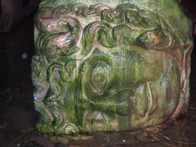 メドゥーサのの頭部像