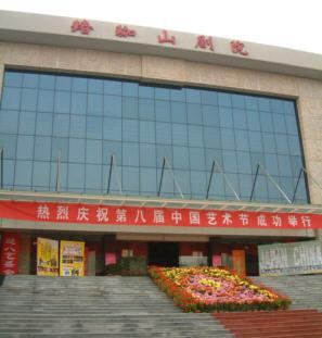珞珈山劇院正面入り口。この劇場は湖北省歌劇舞劇院の持ち小屋です。