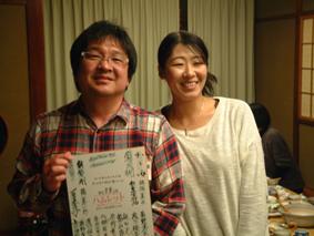 小川と色紙当選の会員さん