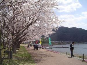 河口湖畔。