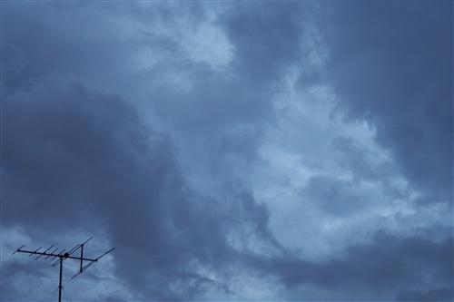 夜明けの雨雲