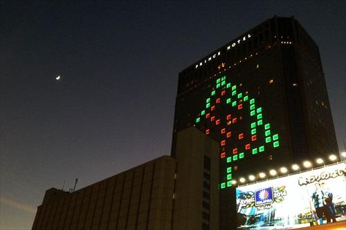 品川プリンスのクリスマスツリーとお月様
