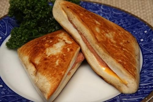 はんぺんのチーズ明太マヨの挟み焼き