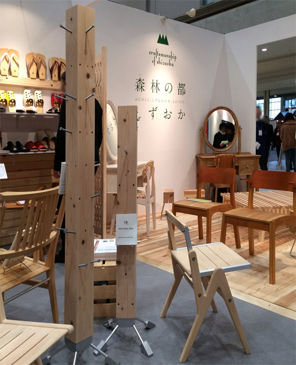 IFFT柱コートハンガー展示