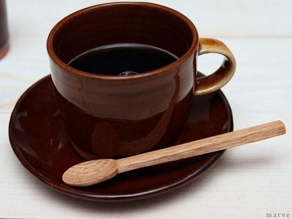 木のスプーンとコーヒー
