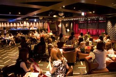 7月29日(日)、大阪で、ガールズによるガールズのためのパーティが開催されました!  これ、今年10月(東京は来年4月)にバンタンに誕生する新コースのリリースパーティ