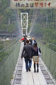 谷瀬つり橋幸せな二人