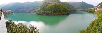 十津川村エメラルドグリーンのダム湖