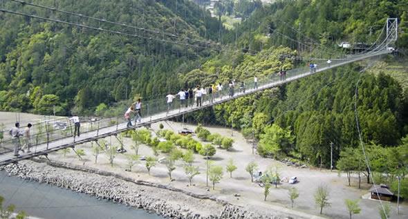 奈良県十津川村谷瀬吊り橋