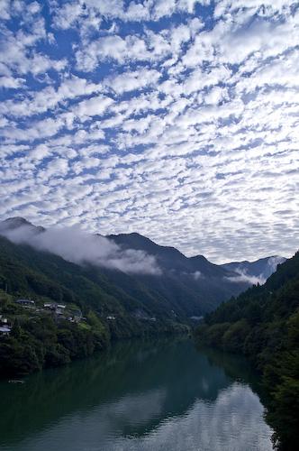十津川の秋の空