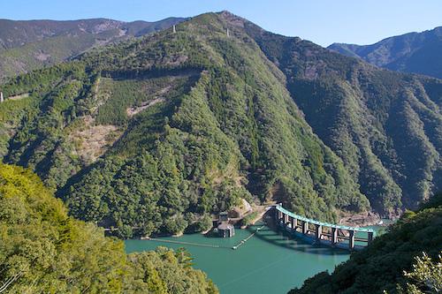 二津野ダム湖