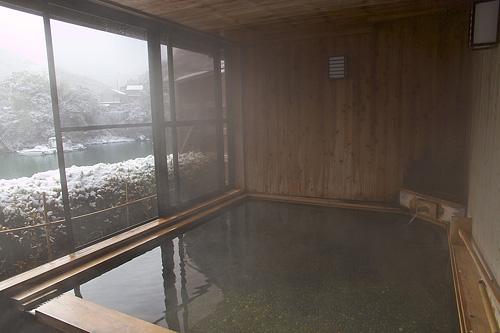 庵の湯雪見風呂