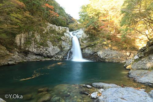 清納の滝紅葉