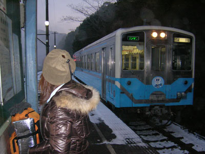 十川駅で電車待ち