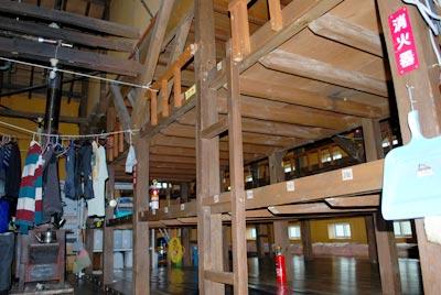 八合目避難小屋の内部
