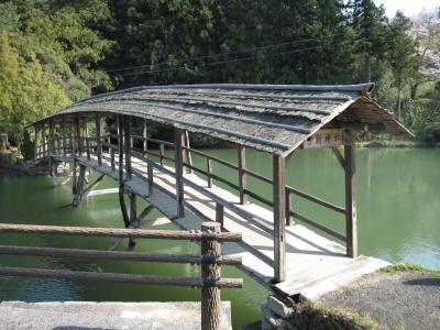 弓削神社・屋根付橋